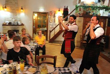 Thanasis-tavern-dancing-show-3_Cyprus-night-excursion_NIGHT-LIFE_2